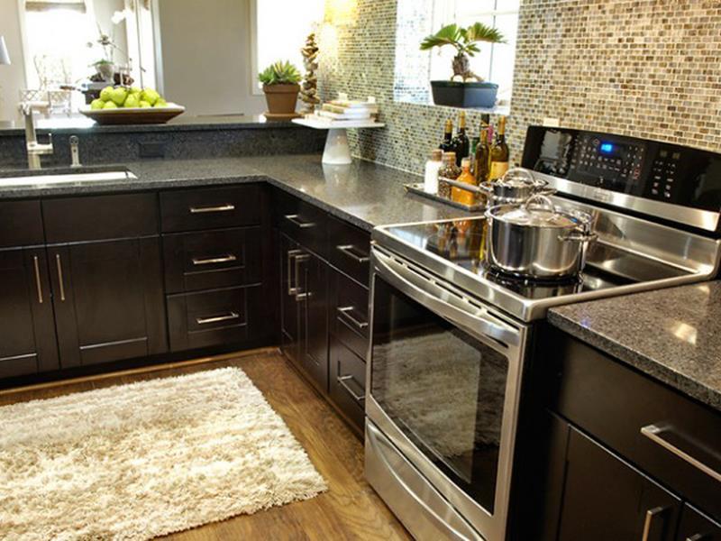 21 Dark Cabinet Kitchen Designs-13