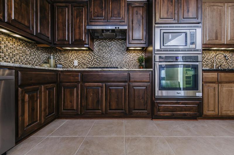 21 Dark Cabinet Kitchen Designs-14
