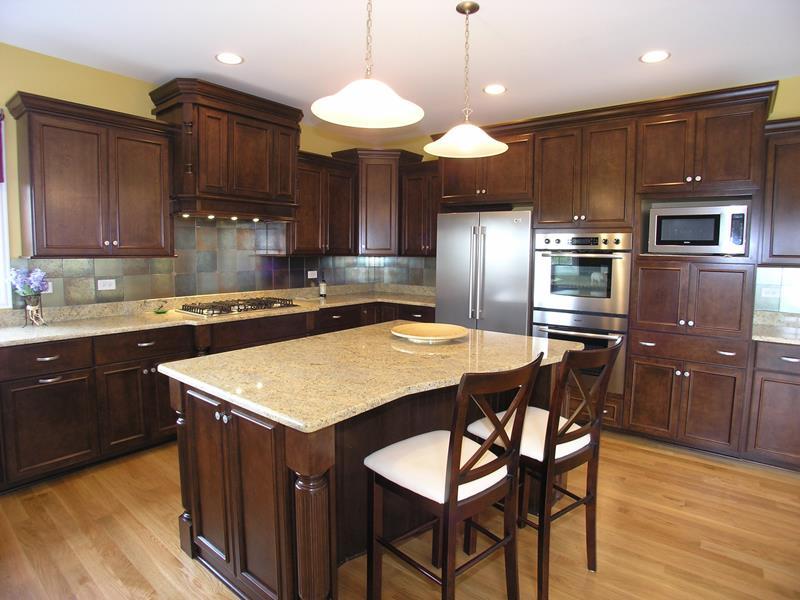 21 Dark Cabinet Kitchen Designs-2