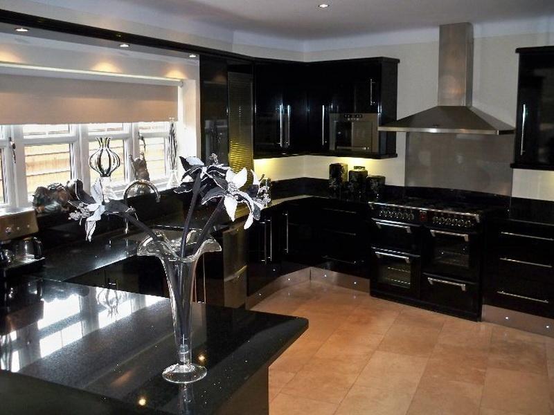 21 Dark Cabinet Kitchen Designs-7