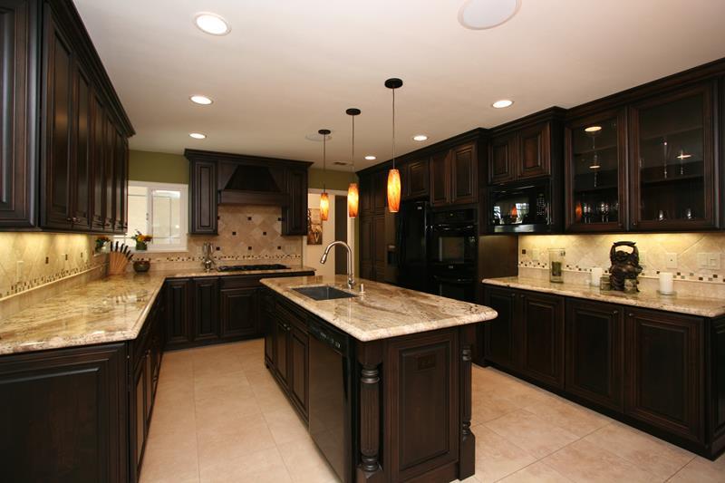 21 Dark Cabinet Kitchen Designs-title