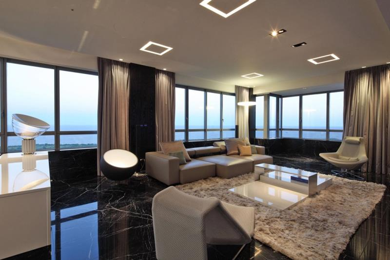21 Living Rooms With Huge Picture Windows-12