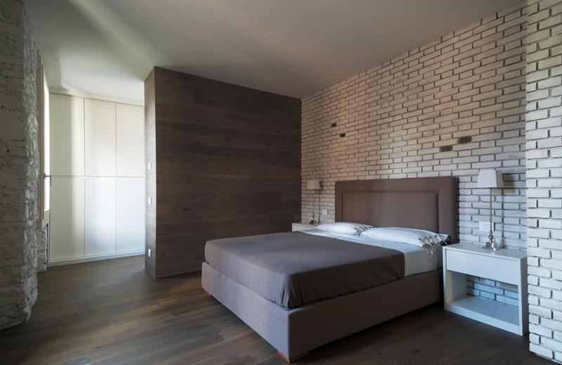28 Master Bedrooms With Hardwood Floors-15
