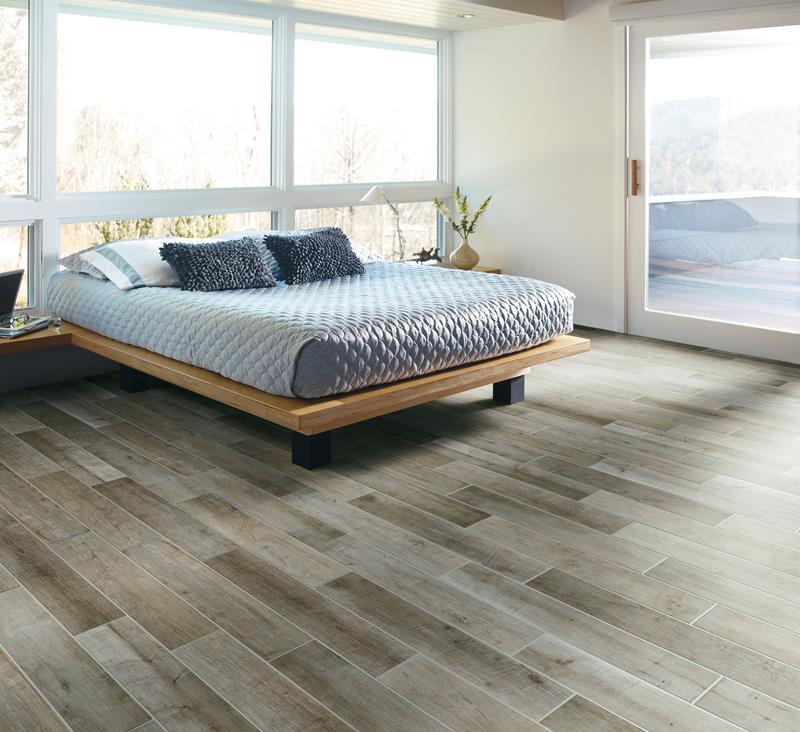 28 Master Bedrooms With Hardwood Floors-21
