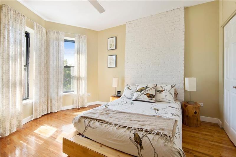 28 Master Bedrooms With Hardwood Floors-22