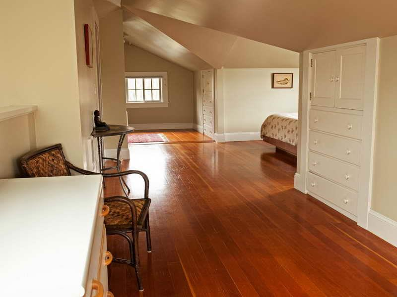 28 Master Bedrooms With Hardwood Floors