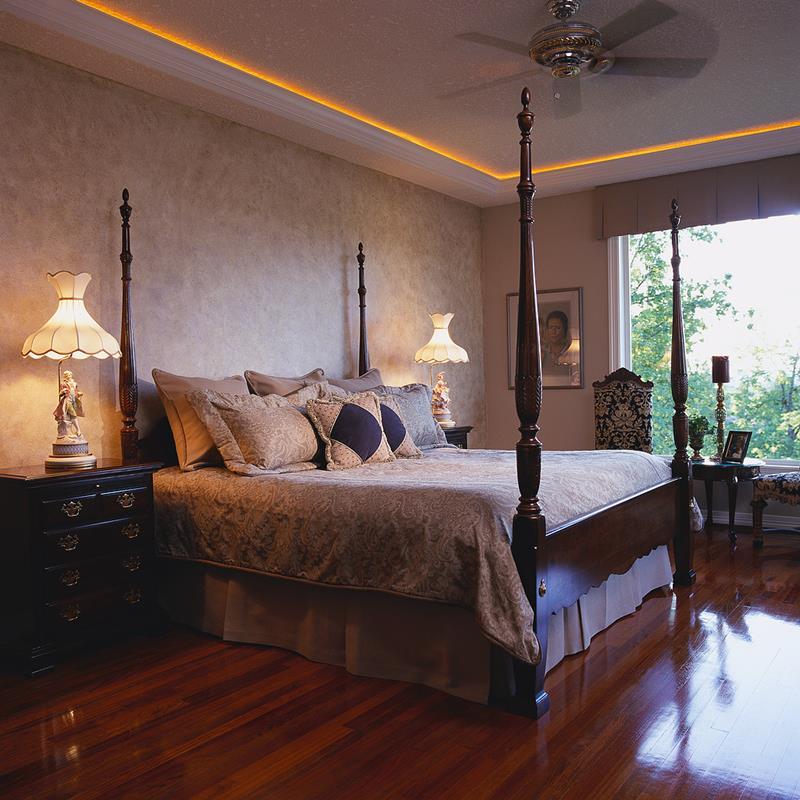 28 Master Bedrooms With Hardwood Floors-4