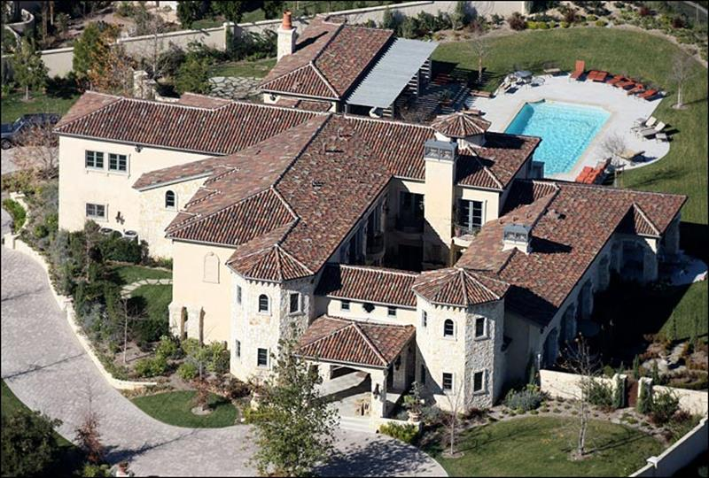 14 Pictures of the Home Britney Spears Melted Down In-1