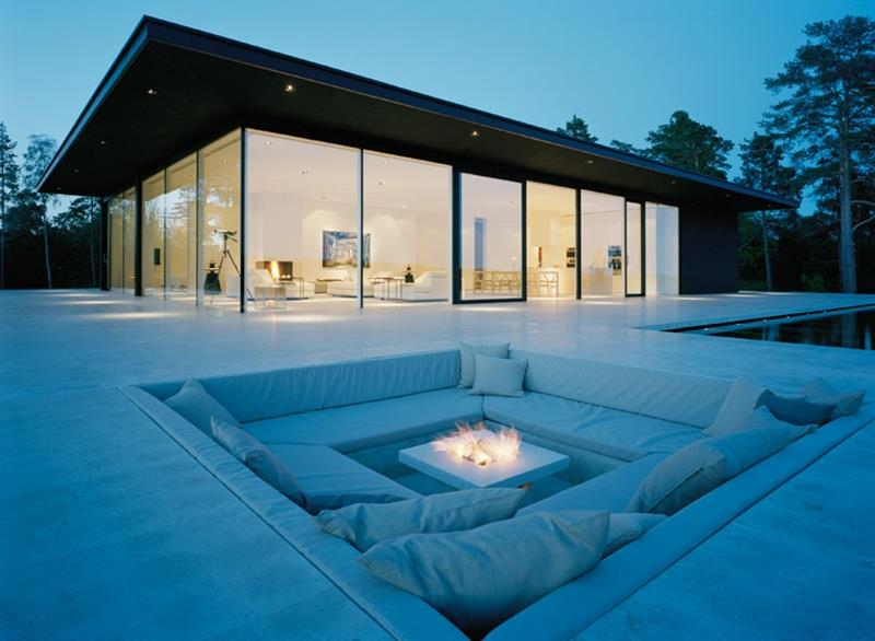 17 Amazing Backyard Fire Pits to Gather Around-13