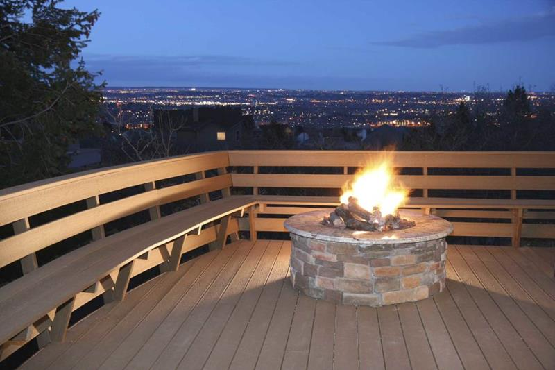 17 Amazing Backyard Fire Pits to Gather Around-16
