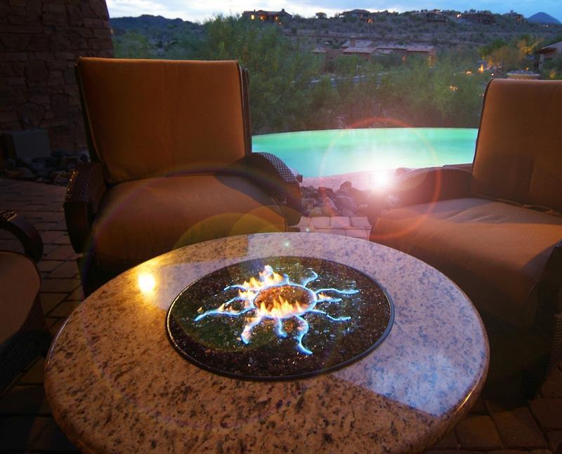 17 Amazing Backyard Fire Pits to Gather Around-5