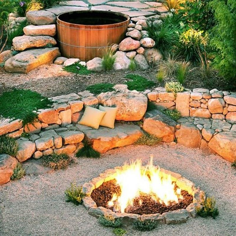 17 Amazing Backyard Fire Pits to Gather Around-9