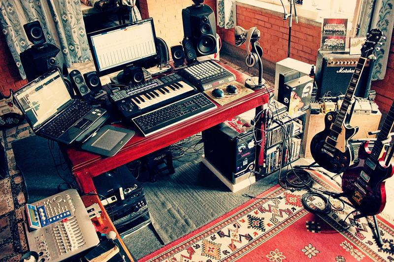 18 Amazing Home Studio Setups Any Musician Would Love-10