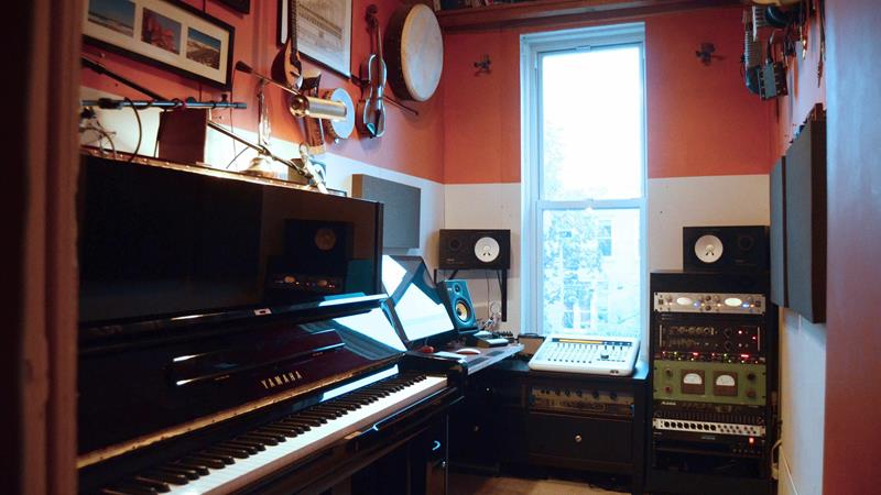 18 Amazing Home Studio Setups Any Musician Would Love-11