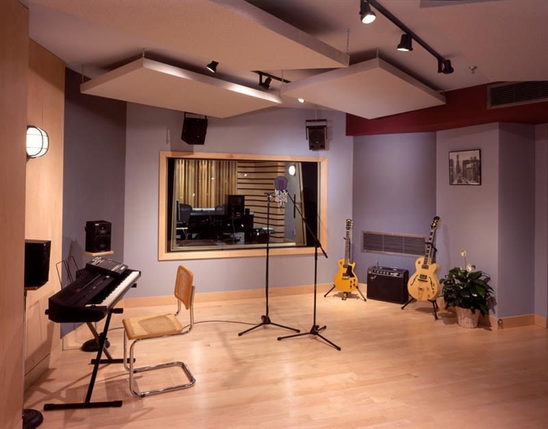 18 Amazing Home Studio Setups Any Musician Would Love-12