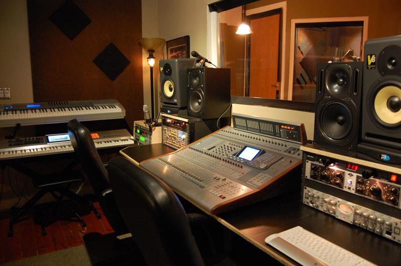 18 Amazing Home Studio Setups Any Musician Would Love-13