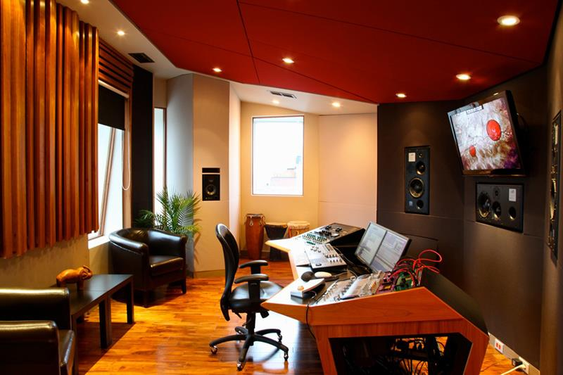 18 Amazing Home Studio Setups Any Musician Would Love-16