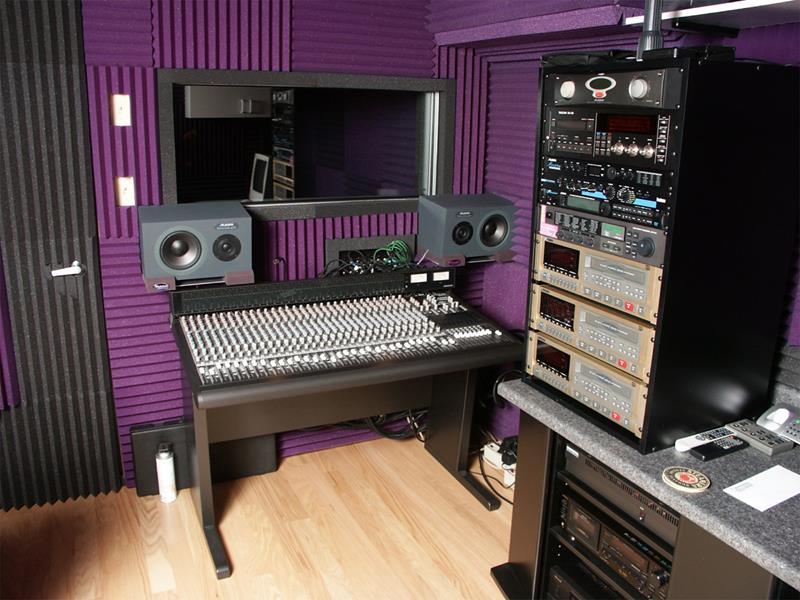 18 Amazing Home Studio Setups Any Musician Would Love-5