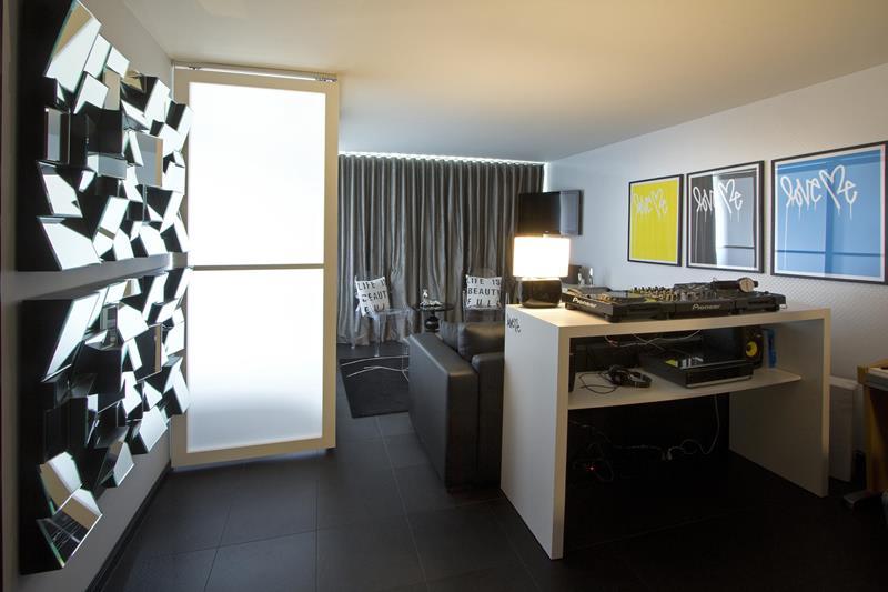 18 Amazing Home Studio Setups Any Musician Would Love-8