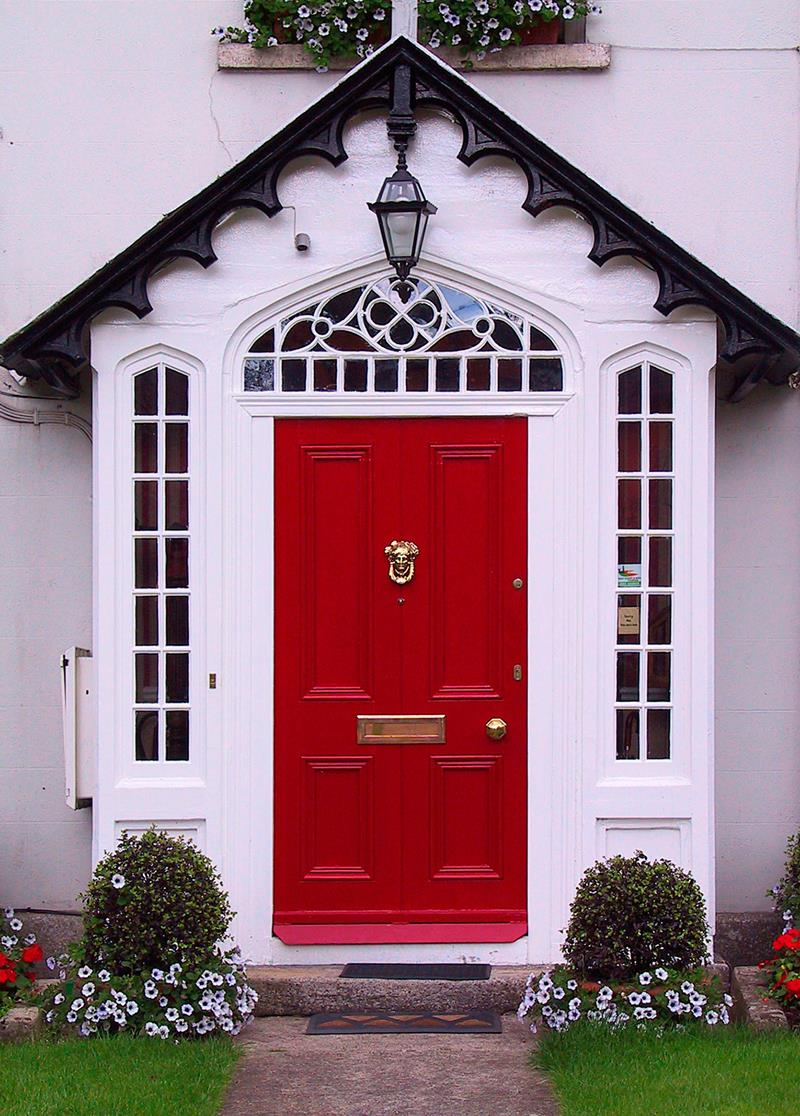 Red home door (Irland).