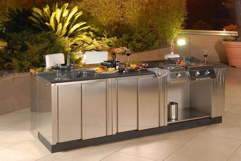 21 Sleek and Modern Metal Kitchen Designs-6