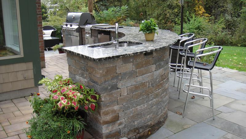 25 Outdoor Kitchen Designs That Will Light Up Your Grill-5