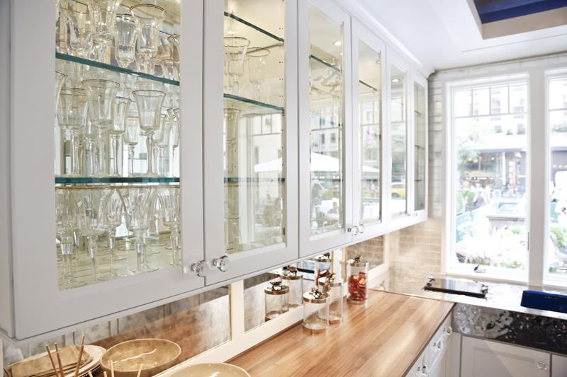 24 Pictures of Kitchens with Glass Cabinets-1