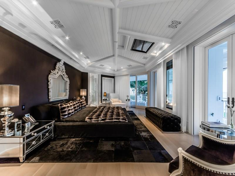 25 Dark Master Bedroom Designs Perfect for Snoozing-7
