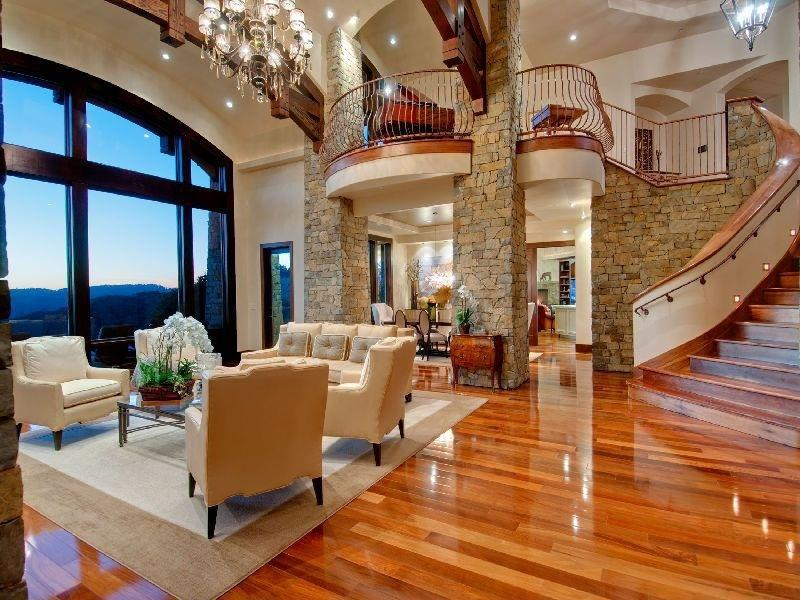 25 Stunning Living Rooms With Hardwood Floors-25