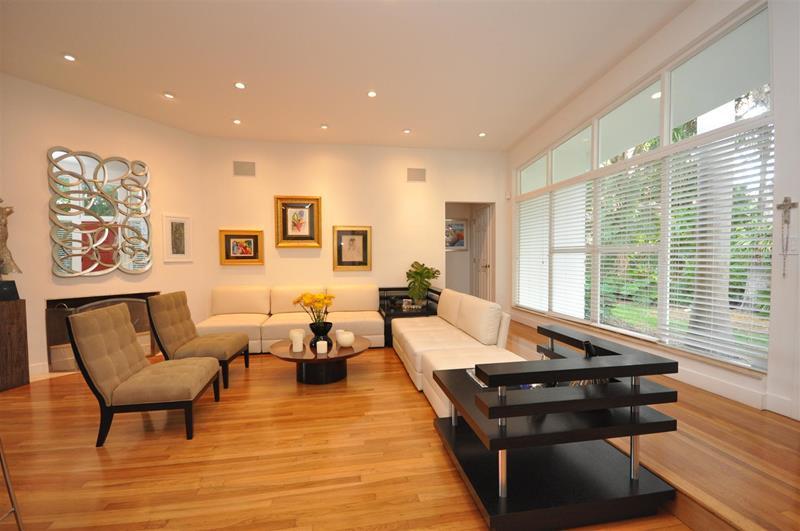 27 Beautiful Mid Century Living Room Designs-1