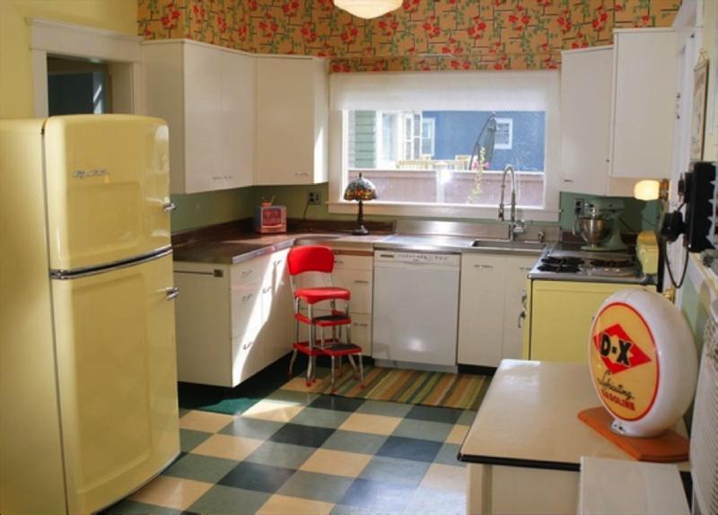 27 Retro Kitchen Designs That Are Back to the Future-24