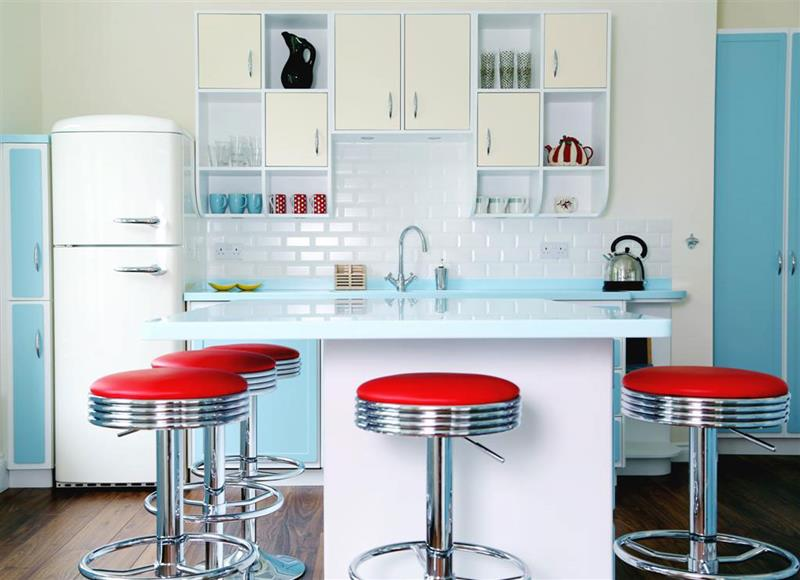 27 Retro Kitchen Designs That Are Back to the Future-3