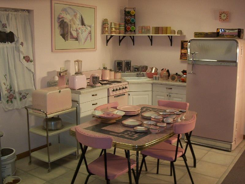27 Retro Kitchen Designs That Are Back to the Future-9