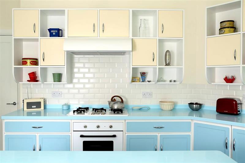 27 Retro Kitchen Designs That Are Back to the Future-title