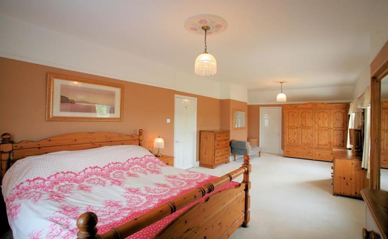 31 Pretty in Pink Bedroom Designs-28