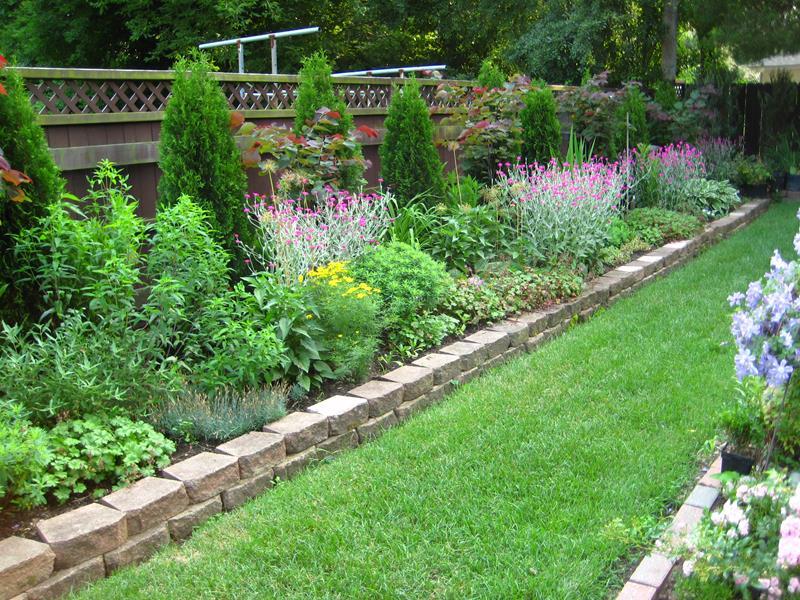 18 Inspirational and Beautiful Backyard Gardens-1
