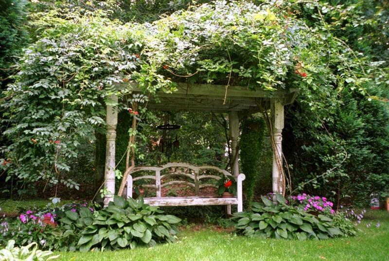 18 Inspirational and Beautiful Backyard Gardens-11