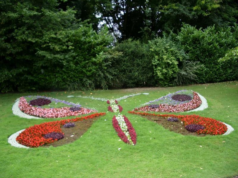 18 Inspirational and Beautiful Backyard Gardens-14