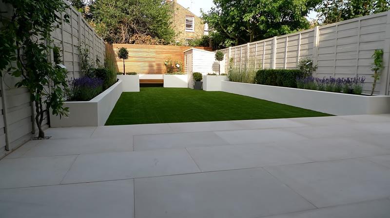 18 Inspirational and Beautiful Backyard Gardens-3
