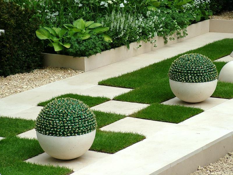 18 Inspirational and Beautiful Backyard Gardens-4