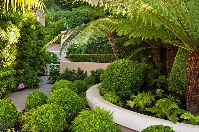 18 Inspirational and Beautiful Backyard Gardens-title