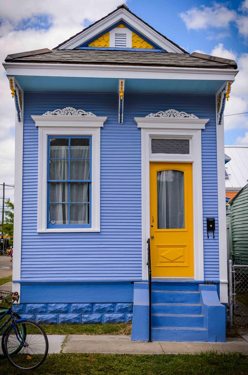 20 Awesome and Colorful Home Exteriors-12