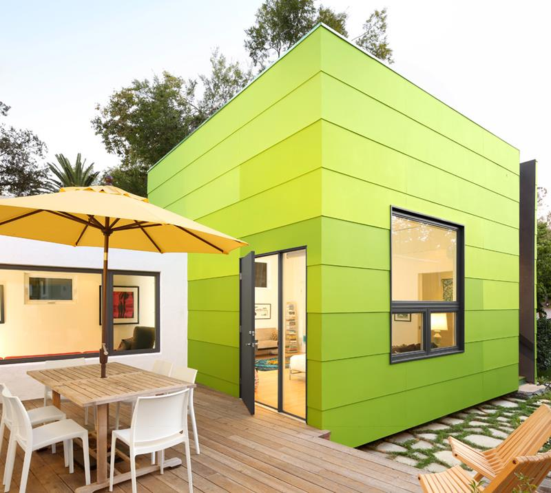 20 Awesome and Colorful Home Exteriors-17