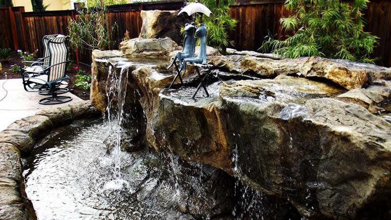 20 Backyards With Stunning Waterfalls-15