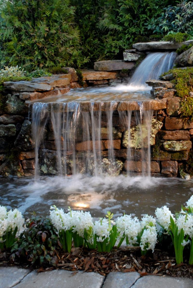 20 Backyards With Stunning Waterfalls-8