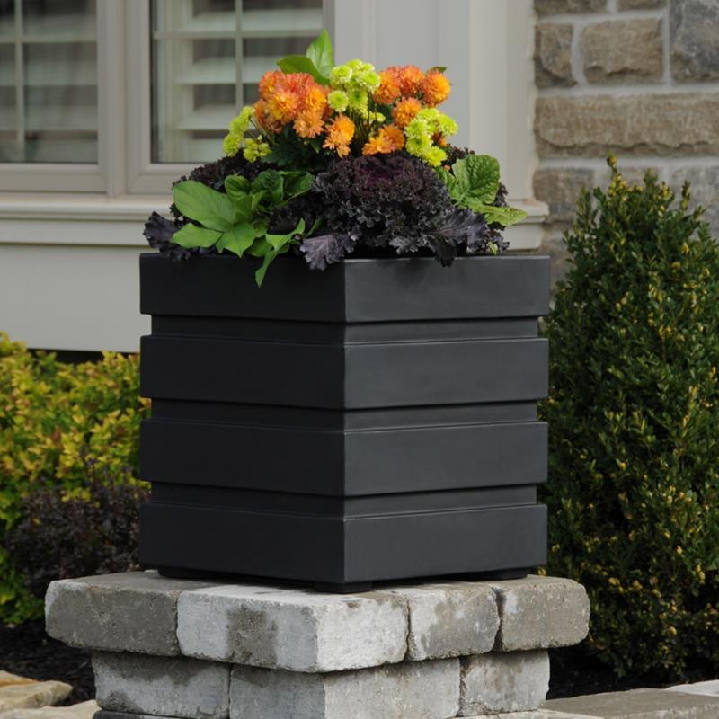 21 Beautiful Flower Box Design Ideas-7