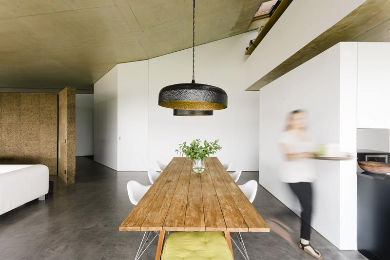 21 Dining Rooms With Beautiful Concrete Floors-3