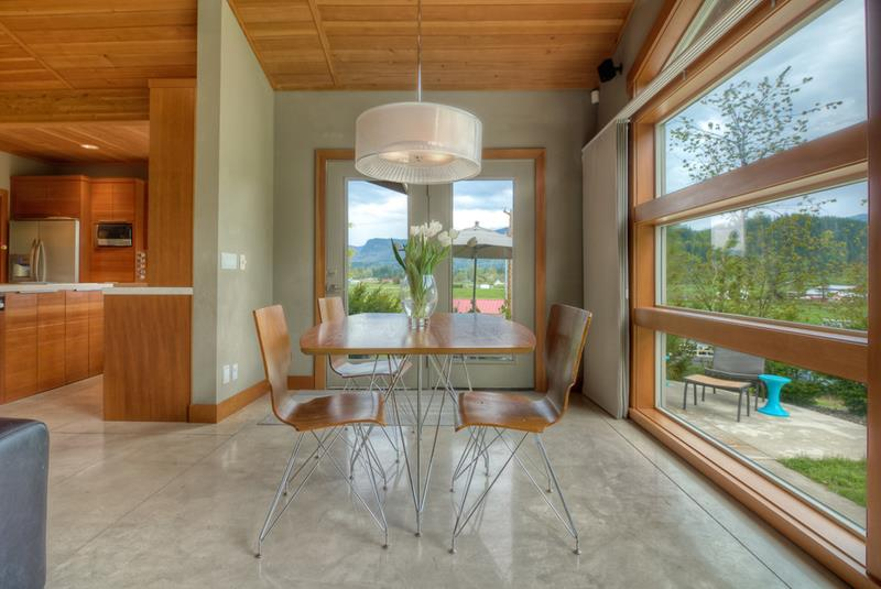 21 Dining Rooms With Beautiful Concrete Floors-6