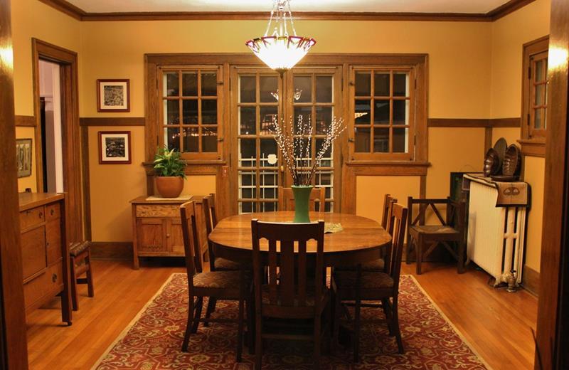 22 Amazing Craftsman Dining Room Designs-16