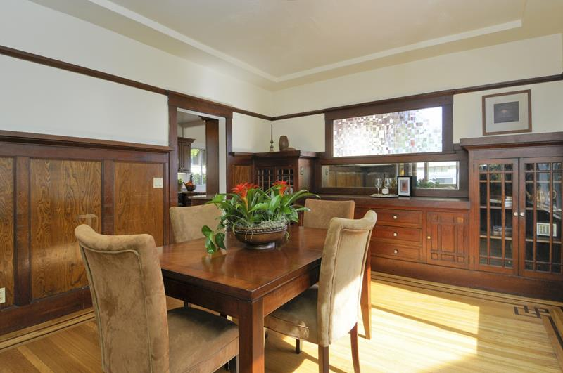 22 Amazing Craftsman Dining Room Designs-8